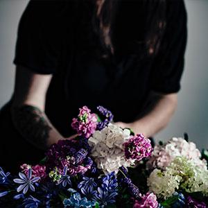 fleuriste au travail